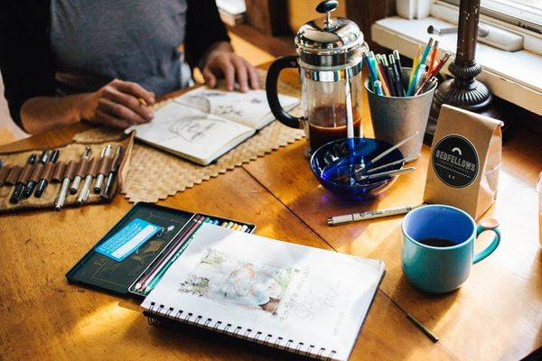 Ce au în comun cafeaua, designul vestimentar și fotografia?