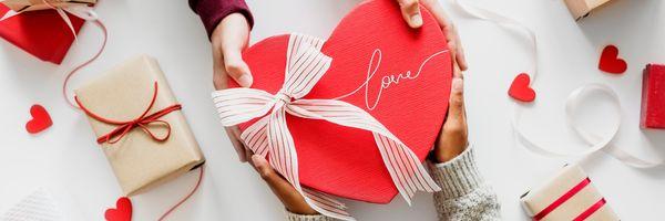 5 idei de cadouri pe care să i le oferi de 8 martie