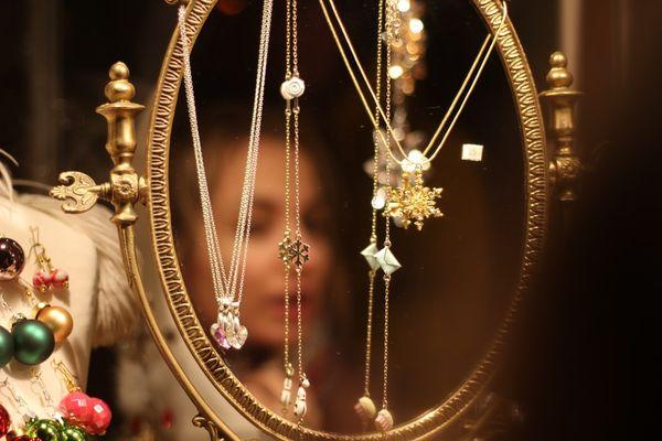 14 bijuterii Coriolan pe care să le faci cadou