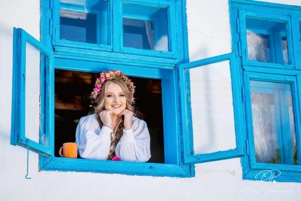 """""""Muzica mea este vie, caldă și îndrăzneață."""" Interviu cu Doris Pădureanu, artistă"""